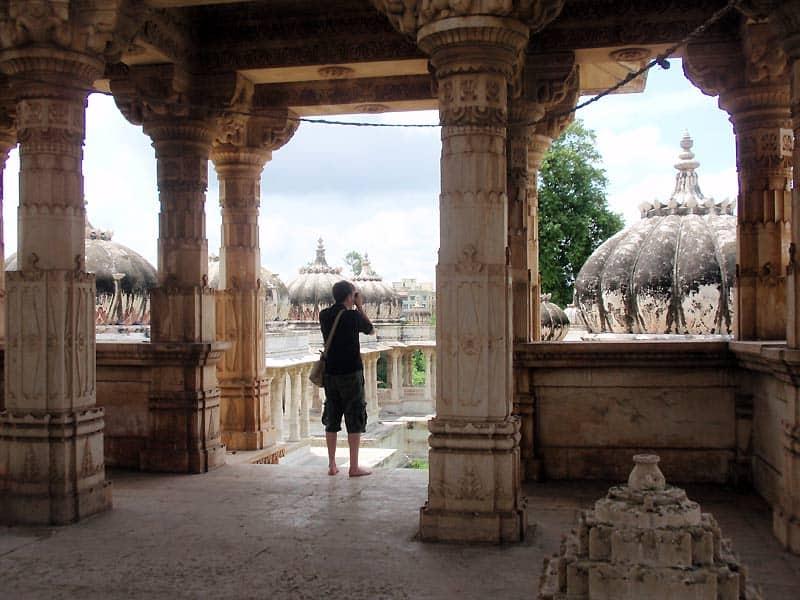 Kenneth ved Ahar Templet i Udaipur
