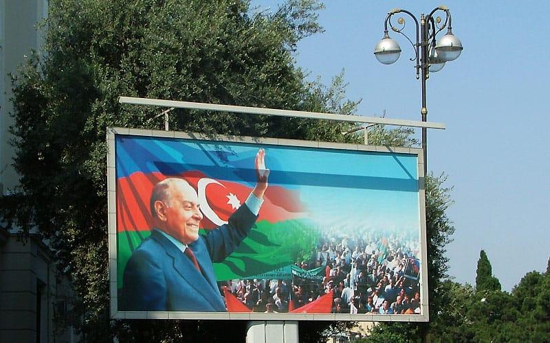 Plakat med landets leder i Baku