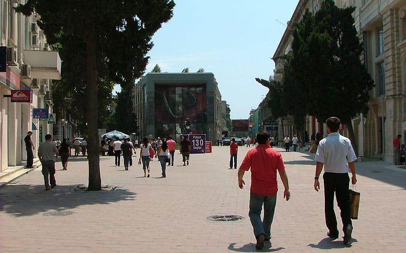 Moderne hovedstrøg i Baku