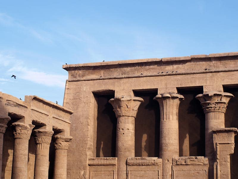 Due letter i Horus-templet i Edfu