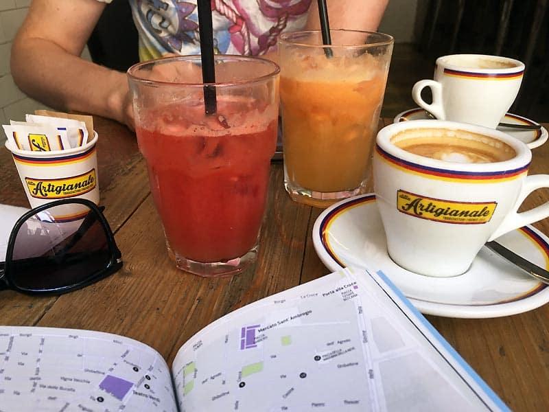 Kaffe og juice på ditta Artigianale - caféer i Firenze