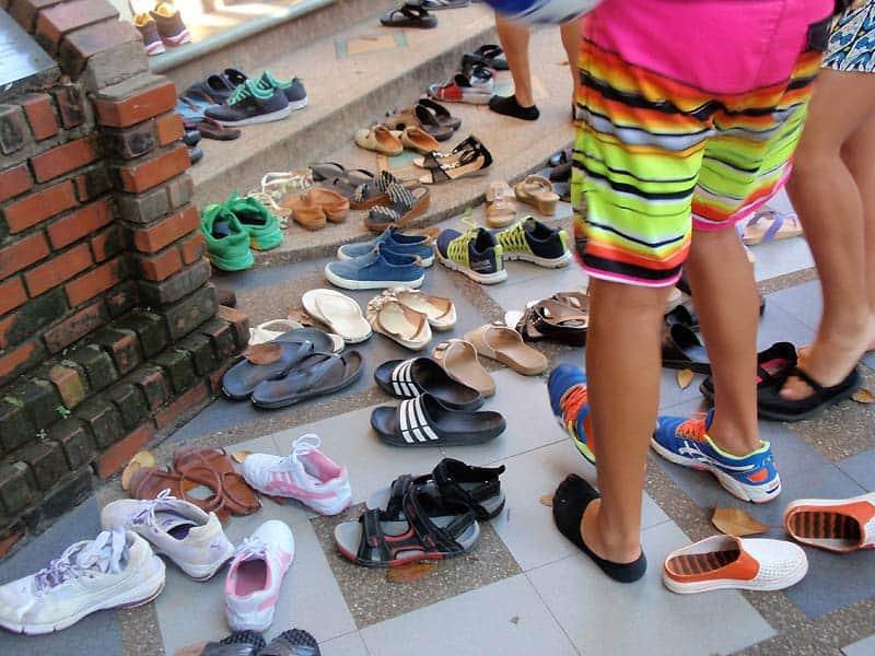 Tag skoene af, før du går ind i en moské eller buddhistisk tempel - Globertrotters
