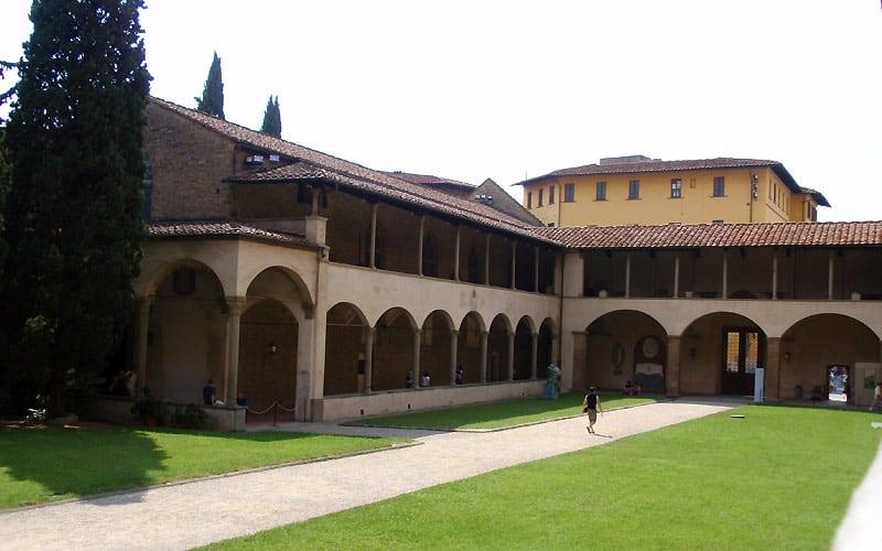 Klostergården i Santa Croce i Firenze