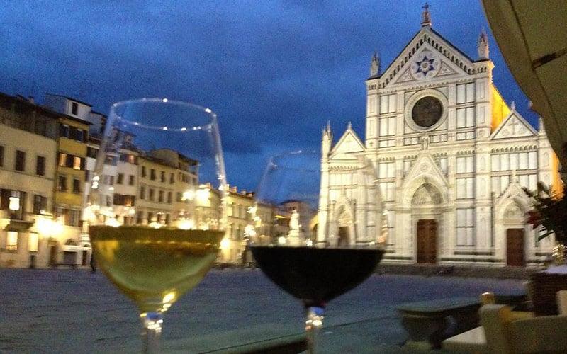 Vin ved Piazza Santa Croce i Firenze