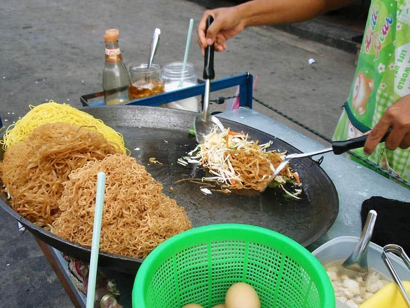Pad Thai som street food i Bangkok