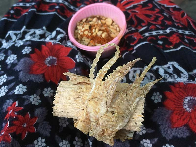 Tørret blæksprutte som street food i Bangkok