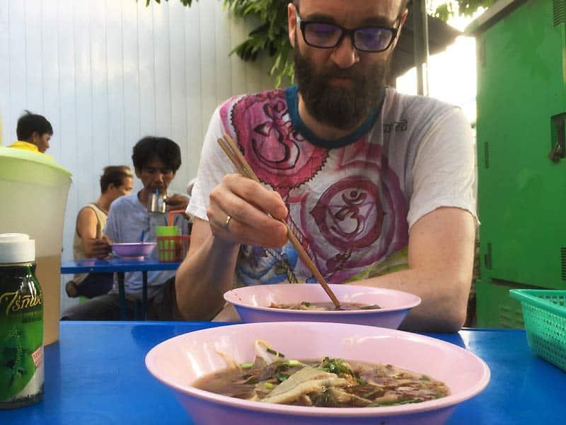 Spis hvor andre også spiser street food i Bangkok
