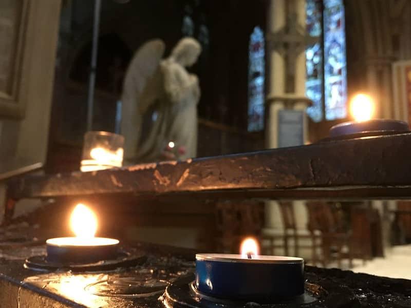 Lys i kirke i London
