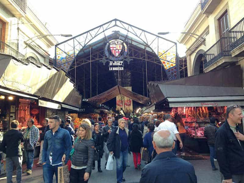 Indgangen til markedet La Boquería i Barcelona