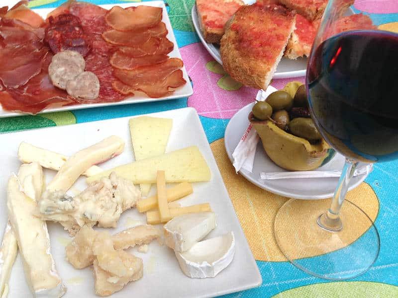Tapas og rødvin i Barcelona