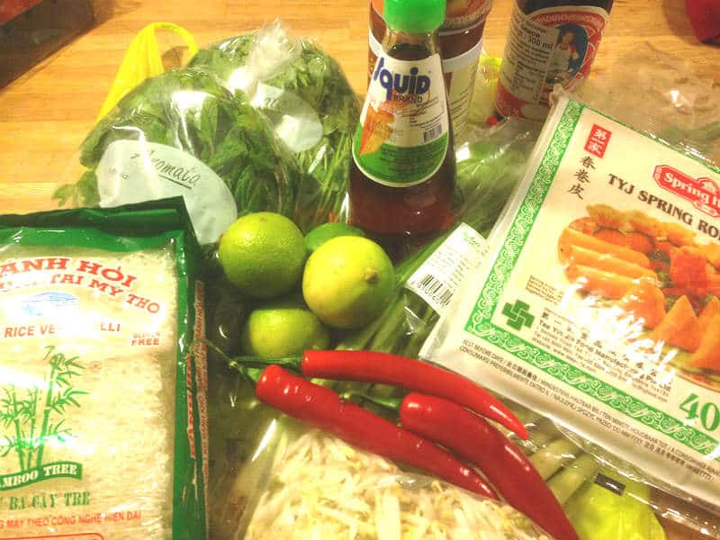 Ingredienser til lækker mad fra asiatiske kogebøger