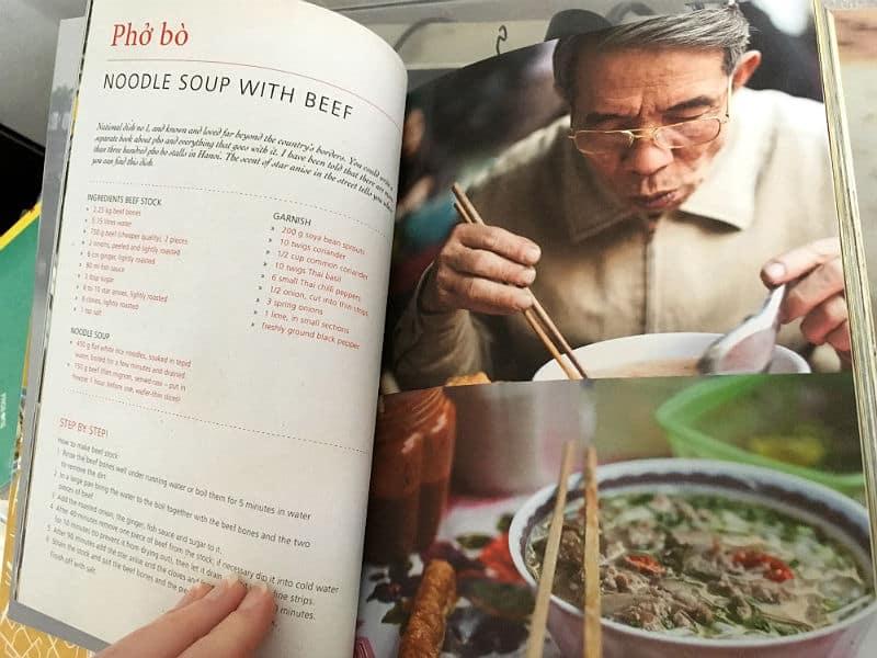 Pho Bo opskrift kan findes i kogebøger købt i Vietnam