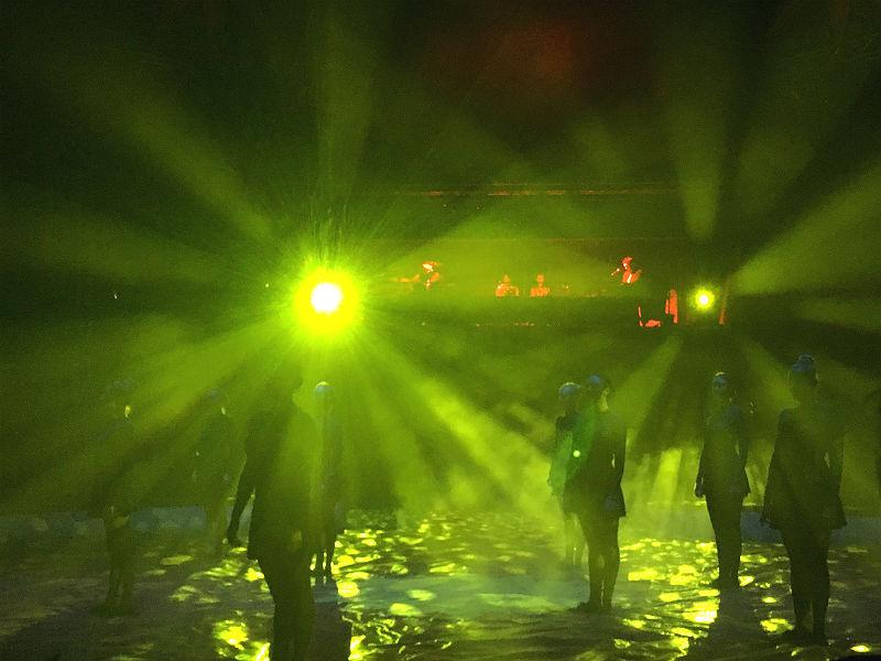 Lys og dansere i Cirkus Arena