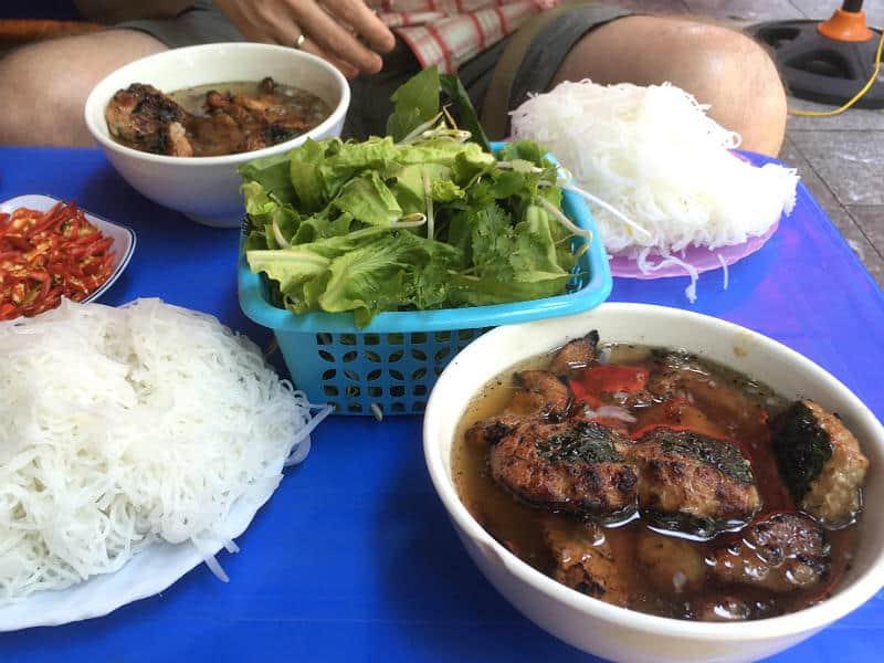 Bun Cha i Hanoi - slow travel i Hanoi