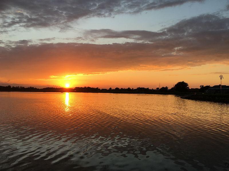 Smuk solnedgang i Sommerdanmarks danske natur