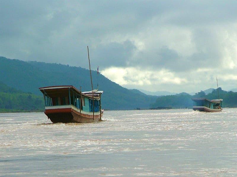 Både på Mekong-floden i Laos - Globetrotters.dk