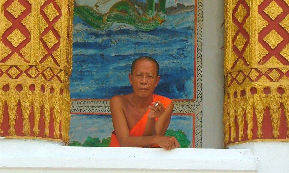 Buddhistisk munk i Luang Prabang i Laos - Globetrotters.dk