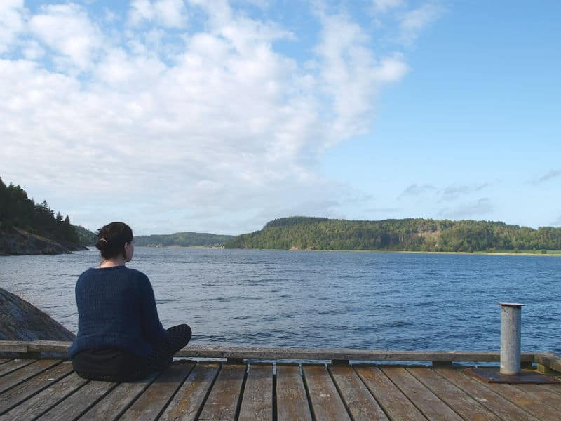 Maria Erica Jensen mediterer ved Vann Spa