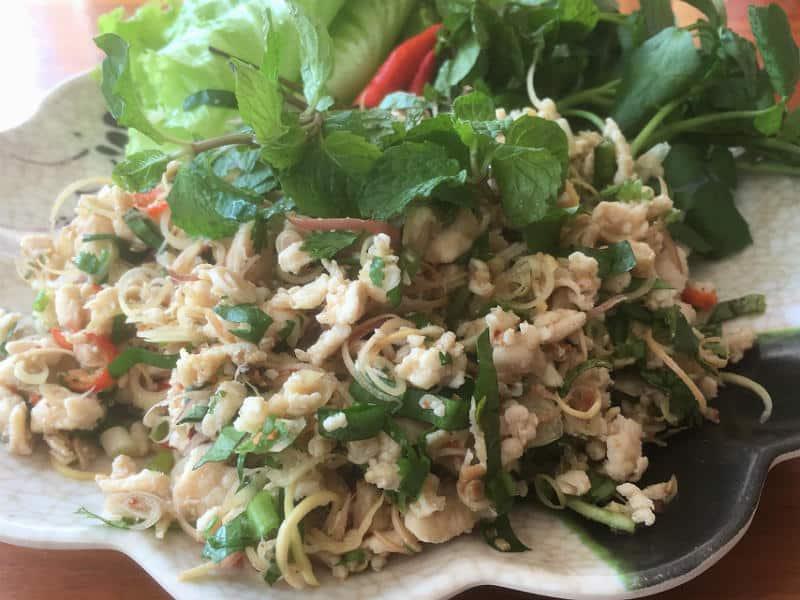 Laab - en god street food ret i Luang Prabang i Laos - Globetrotters.dk