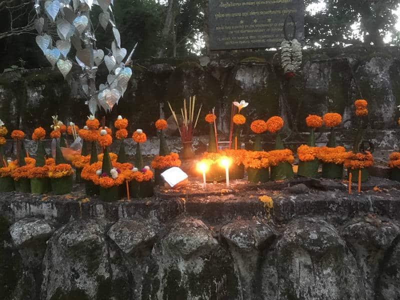 Alter paa Phousi bakken i Luang prabang