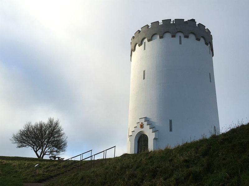 Du kan se Det Hvide Vandtårn på en gåtur i Fredericia