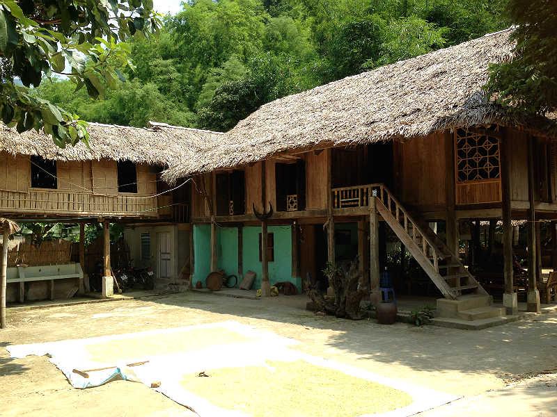 Lokalt hus ved Mai Chau i Vietnam