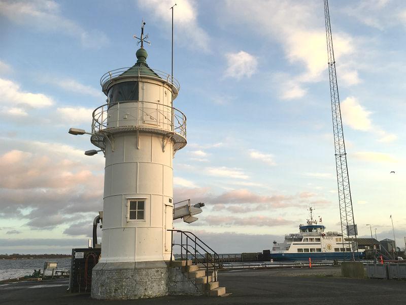 Årøsund fyrtårn og færgen til Årø