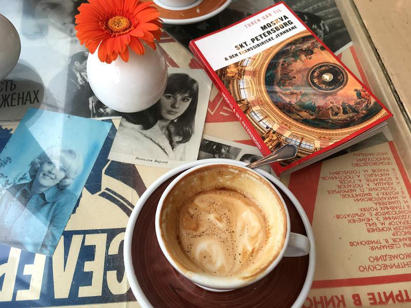 Kaffe og hygge på caféen Coffee Mania i Moskva