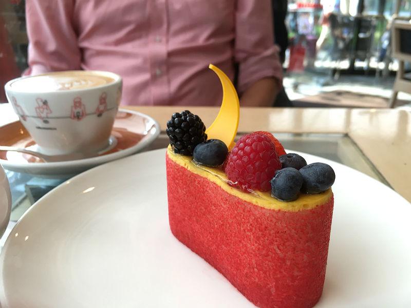 Smuk og lækker kage på caféen Coffee Mania i Moskva