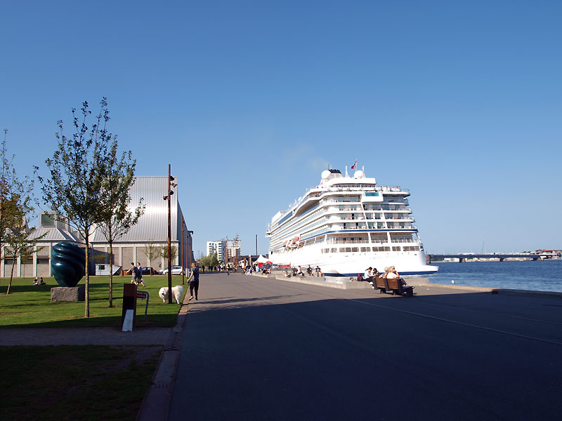 Krydstogtskib har lagt til kaj ved havnen i Aalborg