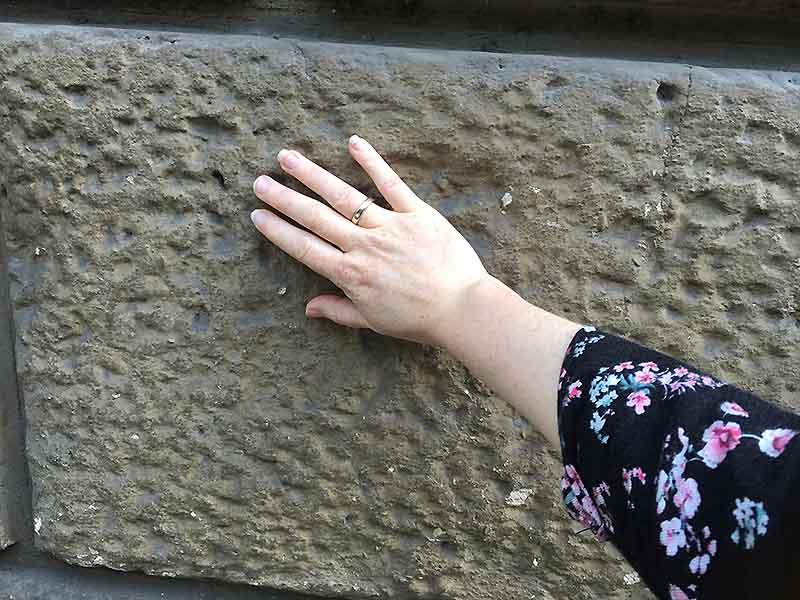 Brug følesansen og mærk på de paladsernes store sten i Firenze