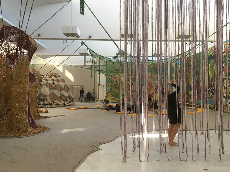 Særudstilling af Ernesto Neto på Kunsten i Aalborg