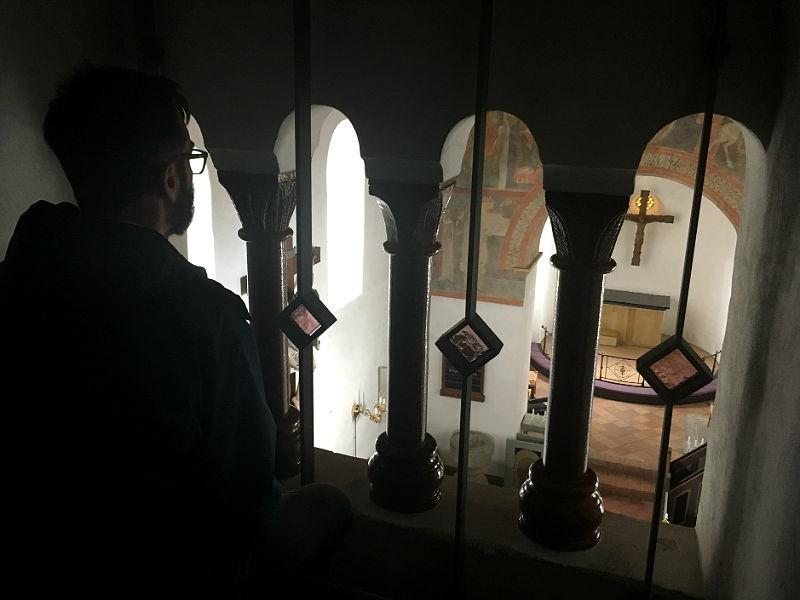 Inde i Fjenneslev Kirke