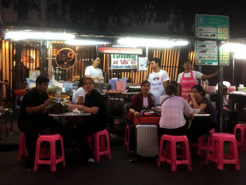 Spis street food i Bangkok - det smager godt