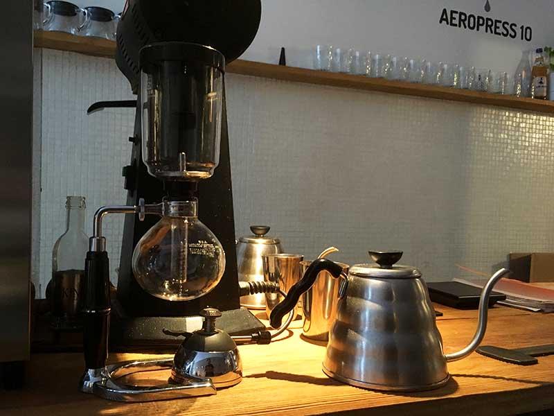 Kaffebrygning er en kunst på kaffebaren Stragan Kawiarnia i Poznan