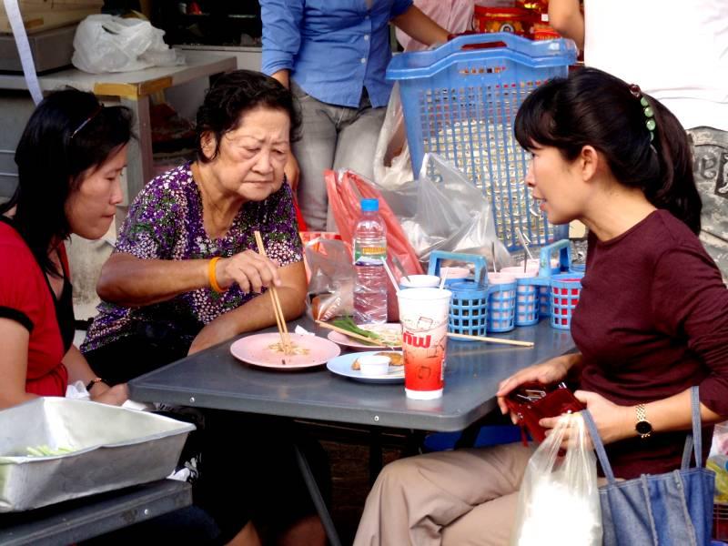 De små gader i Chinatown i Bangkok