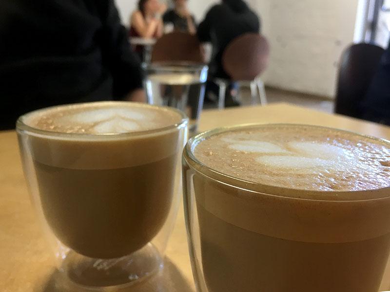 Kaffe på kaffebaren SZOP Kawaiarnia i Poznan
